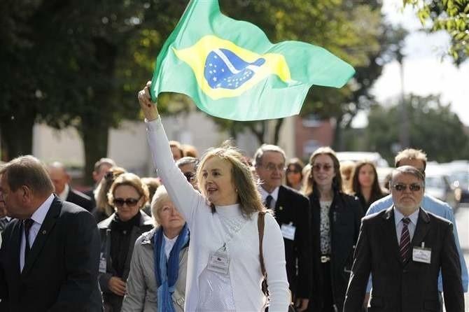 Większość polskich Brazylijczyków nie zna języka polskiego, ale - jak mówią - serce wciąż bije im bardziej w rytm mazurka, niż samby...