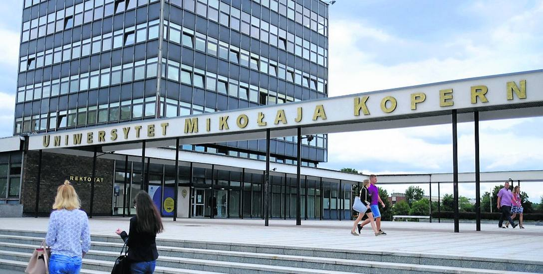Na toruńskim uniwersytecie studiuje - 17 321 tys. osób  a w cześci kampusu bydgoskiego - 5 651 tysięcy