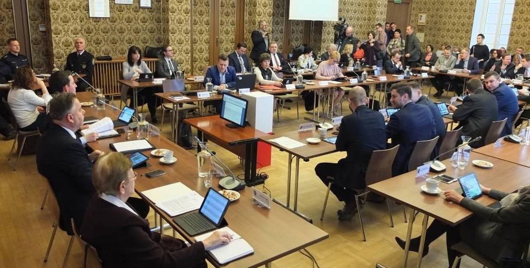 Prezydent Opola stracił większość w 36-osobowej radzie miasta. Obecnie pewnych ma w niej tylko 10 głosów.