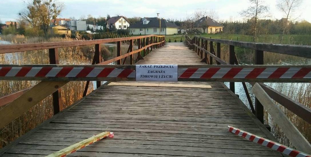 Nie było innego wyjścia: mostek łączący dwa brzegi jeziora  trzeba było wyłączyć z użytkowania.