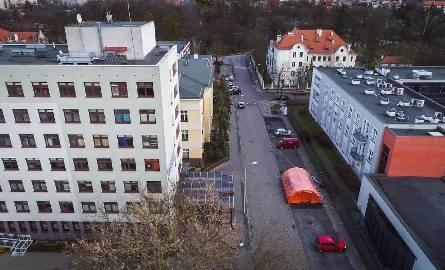 Lekarze alarmują w sprawie koronawirusa. Dyrektor szpitala w Toruniu odpiera zarzuty. Sprawę bada prokuratura