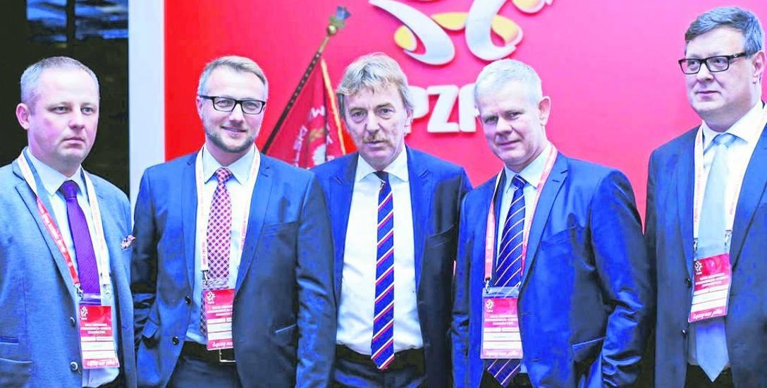Delegaci ŁZPN ze Zbigniewem Bońkiem, prezesem PZPN. Od lewej: Rafał Rożek, Tomasz Salski, Zbigniew Boniek, Adam Kaźmierczak oraz Tomasz Jóźwik