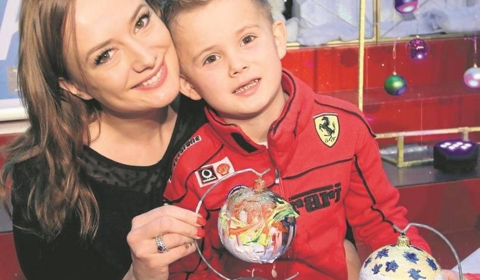 Film do artykułu: Malowana niedziela w Kielcach. Znani pomalują bombki na pomoc chorym dzieciom