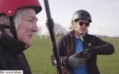 Na pasję nigdy nie jest za późno. Te kobiety mają ponad 60 lat, a jeżdżą na... deskorolkach