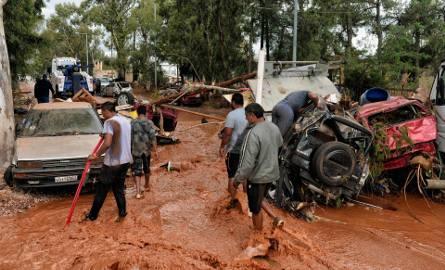 Wielkie powodzie w Grecji. Woda zabiła już 15 osób [ZDJĘCIA]