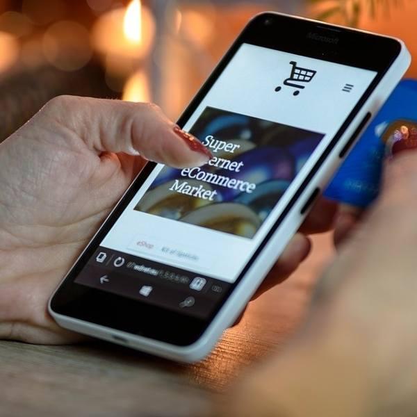 Popularny bank ostrzega przed oszustami! Uwaga przy kupowaniu przez internet