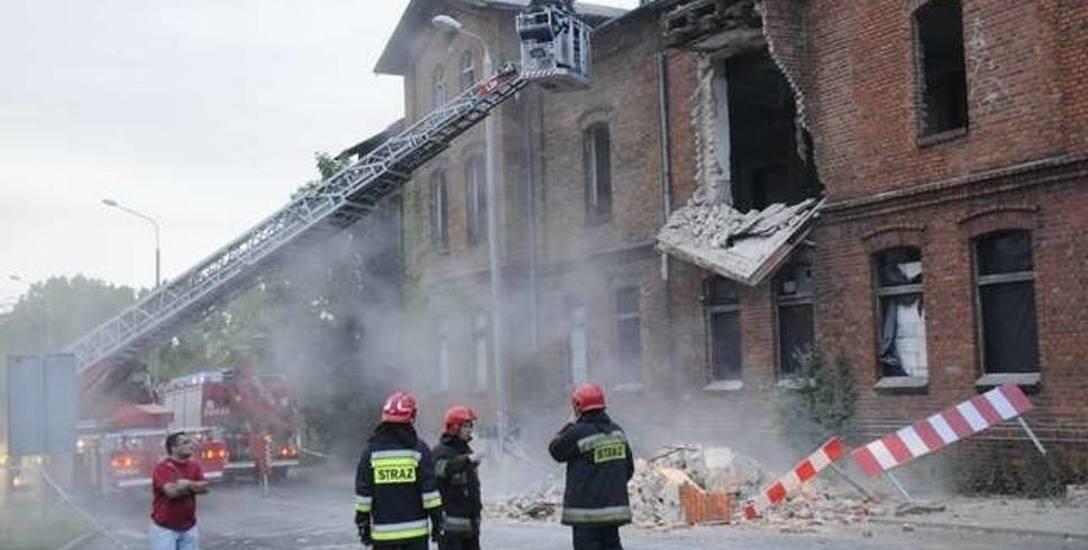 Sulikowscy  byli zobowiązywani przez nadzór budowlany do zabezpieczenia budynków dawnej rzeźni, ale tego nie uczynili. Teraz, wyrokiem sądu, mają pokryć