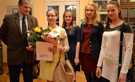 Renata Boguska (druga od lewej) z ojcem, Janem i trzema aktorkami z Teatru Lalek Miszmasz w Grudziądzu: Marią Drozdowską, Eweliną Kołtacką i i Natalią