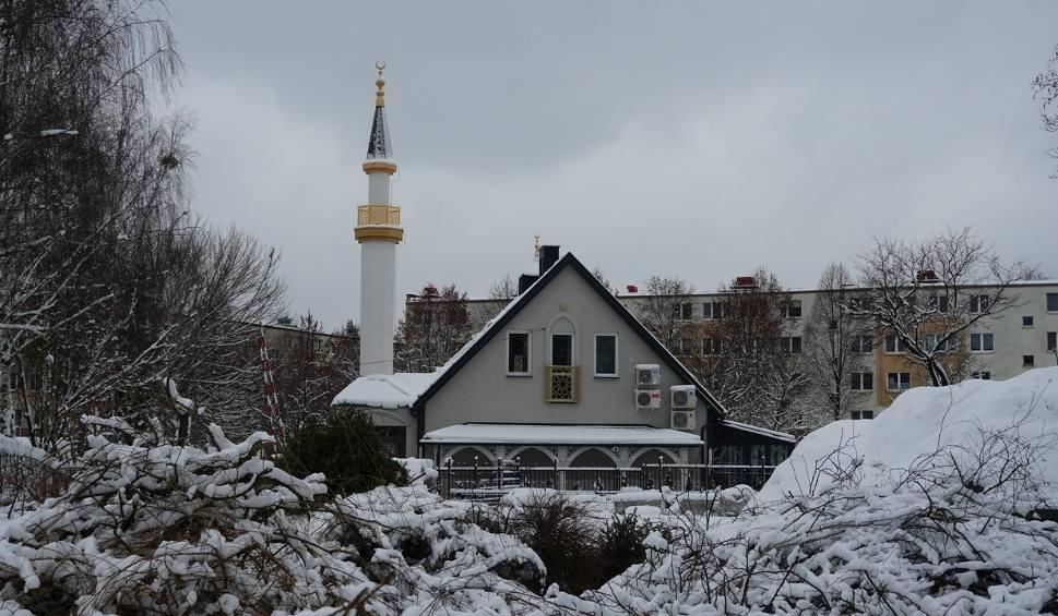 Film do artykułu: Dom Kultury Muzułmańskiej ma teraz minaret. Meczet w Białymstoku w zimowej scenerii (wideo, zdjęcia)