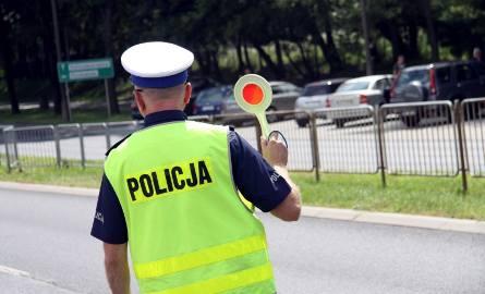 25.07.2018 lublin dzien bezpiecznego kierowcy. lubelscy policjanci przeprowadzili kontrole drogowa podczas ktorej edukowali kierowcow na temat bezpieczenstwa