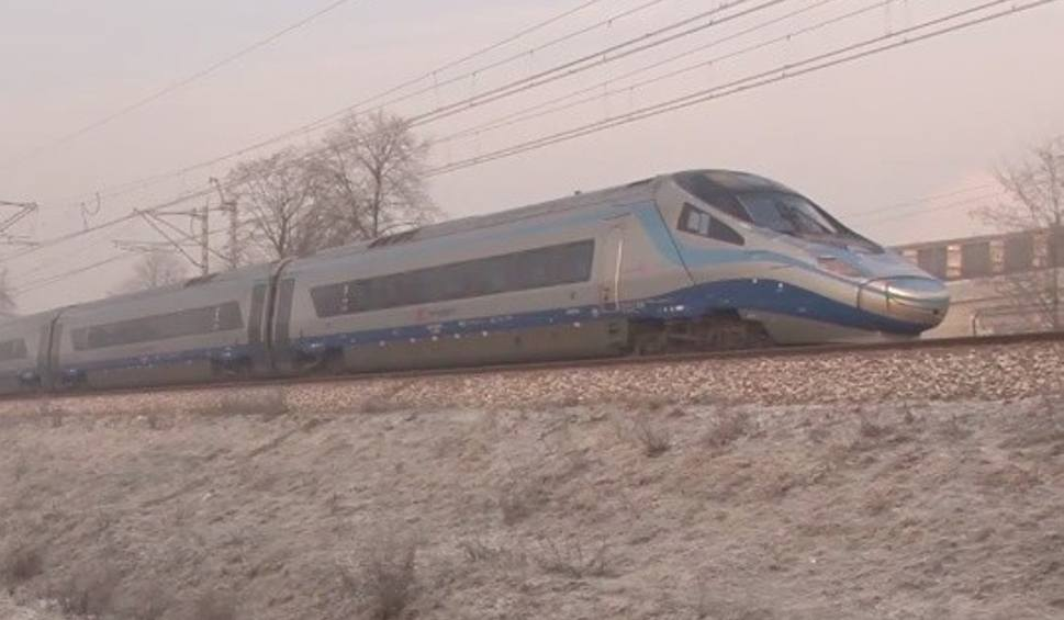 Film do artykułu: Pendolino wyjechało z Rzeszowa i zepsuło się w Tarnowie. Pasażerom zapewniono zastępczy skład jadący z Przemyśla do Krakowa [WIDEO]