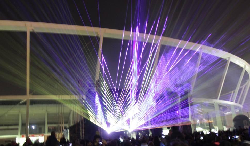 Film do artykułu: Święto Niepodległości na Stadionie Śląskim. Tłumy ludzi z polskimi flagami i pokaz laserów ZDJĘCIA + WIDEO