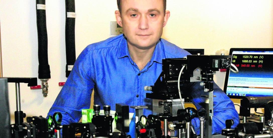 Wśród nagrodzonych naukowców UwB jest m.in. Andrzej Stupakiewicz. To jeden z autorów nowej metody ultraszybkiego zapisu informacji, opublikowanej niedawno