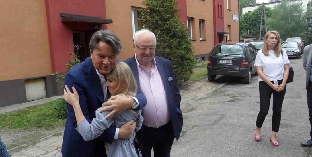Mieszkanie w Myszkowie kupił dziewczynkom jeden z najbogatszych Polaków, Zdzisław Jakubas