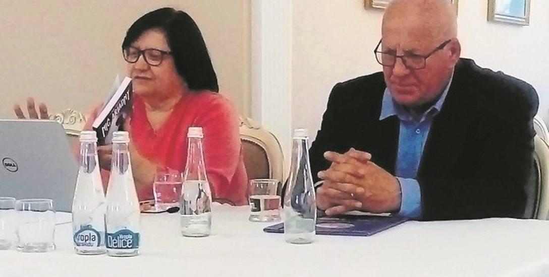 Lidia Tasarz wraz z mężem Romanem podczas spotkania autorskiego w Golubiu-Dobrzyniu.