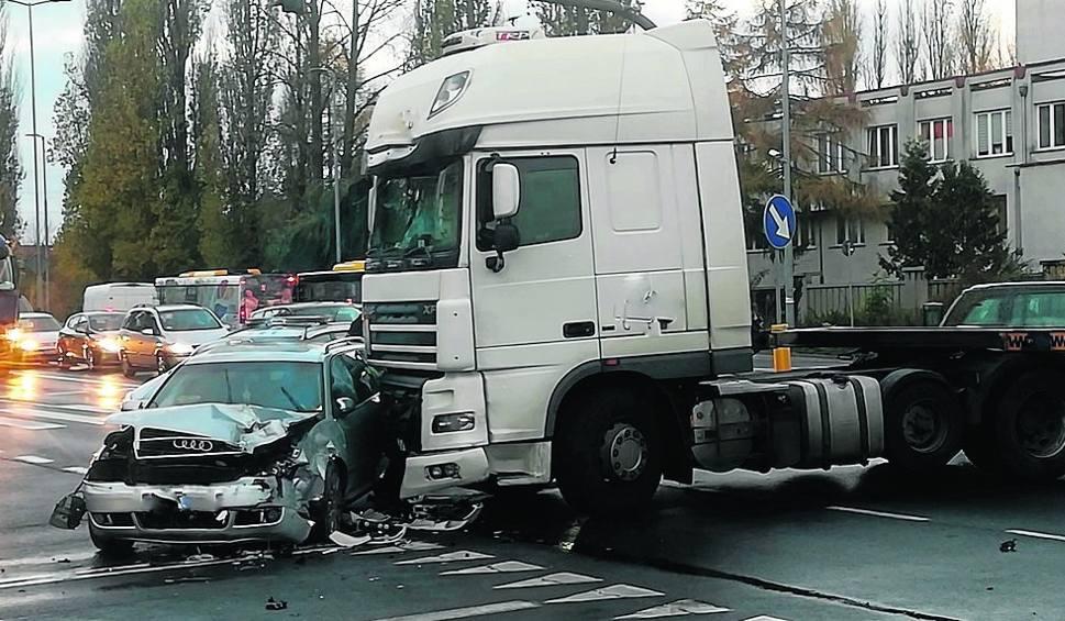 Film do artykułu: Uwaga! Niebezpieczne skrzyżowanie w Koszalinie. Jak się zachować?