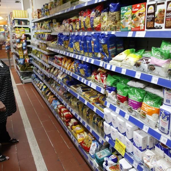 Klienci coraz częściej wybierają zakupy w dyskontach.