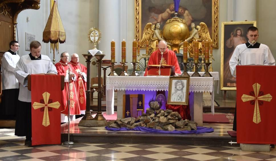 Film do artykułu: W Niedzielę Palmową transmitowaliśmy mszę świętą z Sanktuarium na Świętym Krzyżu [ZAPIS TRANSMISJI, ZDJĘCIA]