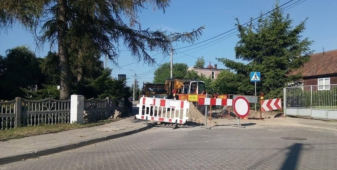 Roboty drogowe w Choroszczy zmusiły władze miasta do jednodniowej zmiany tras, którymi jeżdżą autobusy miejskie i PKS
