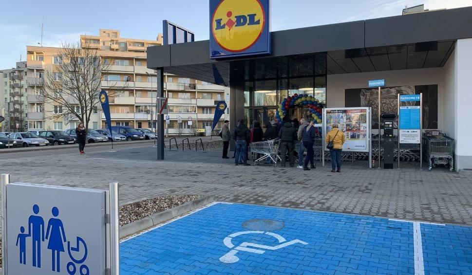 Film do artykułu: Lidl w Lubuskiem. Sprawdź, jak otwarte będą sklepy sieci Lidl w Twoim mieście. Jedne będą działać całodobowo, inne do północy