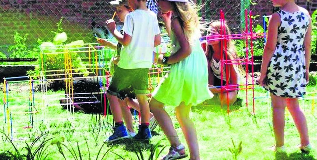 Zajęcia kulturalne dla dzieci to okazja, żeby pobawić się w artystę. Dzieci mogą nauczyć się warsztatu aktora, plastyka czy innych umiejętności przekształconych
