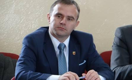 Wszyscy nauczyciele z gimnazjów stracą pracę – mówi Karol Rajewski, burmistrz Błaszek