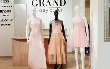 Studniówkowe szaleństwo już się zaczęło. Dziewczyny albo przeczesują sklepy w poszukiwaniu sukienek, w których chcą wyglądać jak milion dolarów, albo