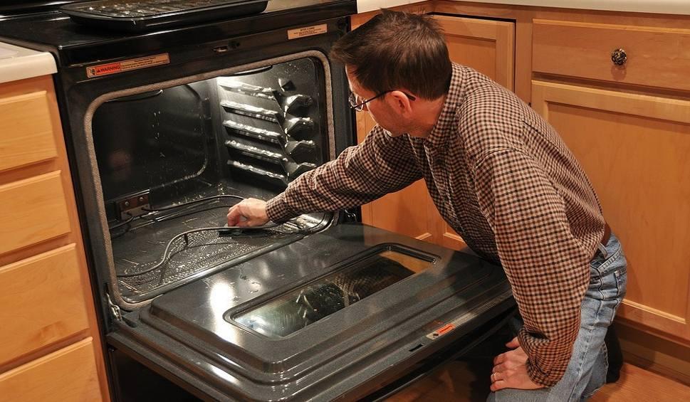 Film do artykułu: Jak łatwo wyczyścić piekarnik? Wypróbuj ten sposób