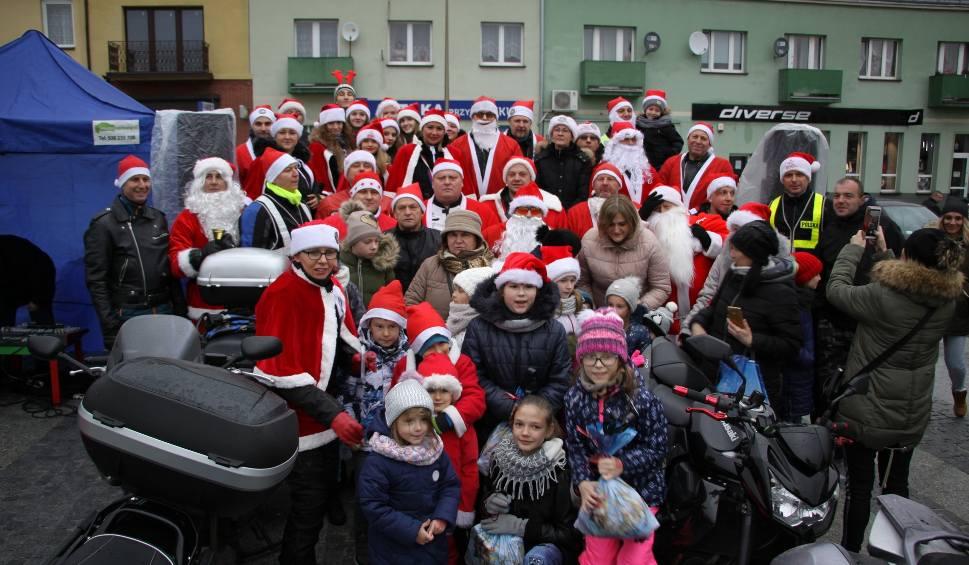 Film do artykułu: Maków Mazowiecki. Motomikołaje 2018: Święci rozdawali prezenty w rynku i w szpitalu [ZDJĘCIA, WIDEO]