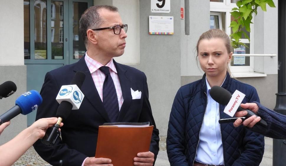 Film do artykułu: Konferencja białostockich radnych PO. To rząd PiS odpowiada za chaos podczas rekrutacji do szkół średnich