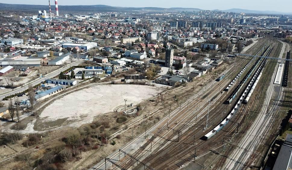 Film do artykułu: Lokomotywownia w Kielcach rozebrana [WIDEO Z DRONA, ZDJĘCIA]