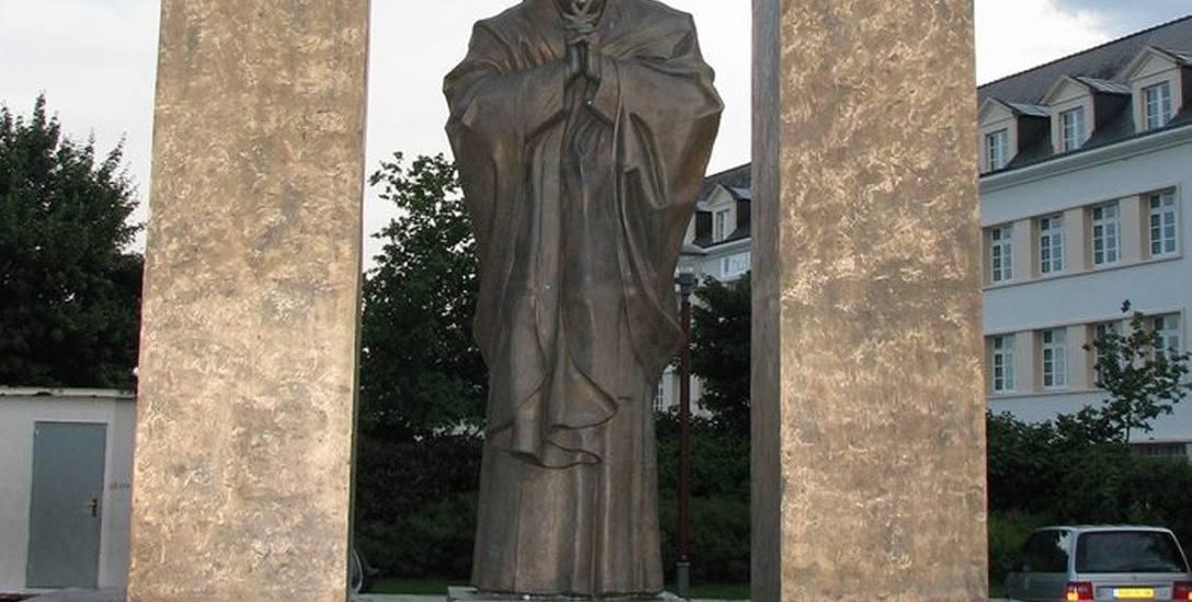 Proboszcz z Tumu przyjmie francuski pomnik papieża?