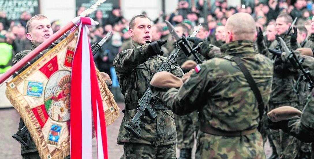 Dowództwo lokalnych sił wojsk obrony terytorialnej miało mieścić się w Bydgoszczy, decyzją polityczną przeniesiono je do Torunia. Ten fakt zdaniem radnych