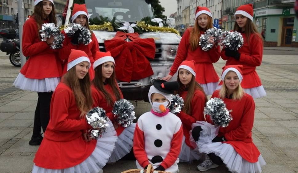 Film do artykułu: Korowód Świętego Mikołaja przejechał ulicami Częstochowy ZDJĘCIA