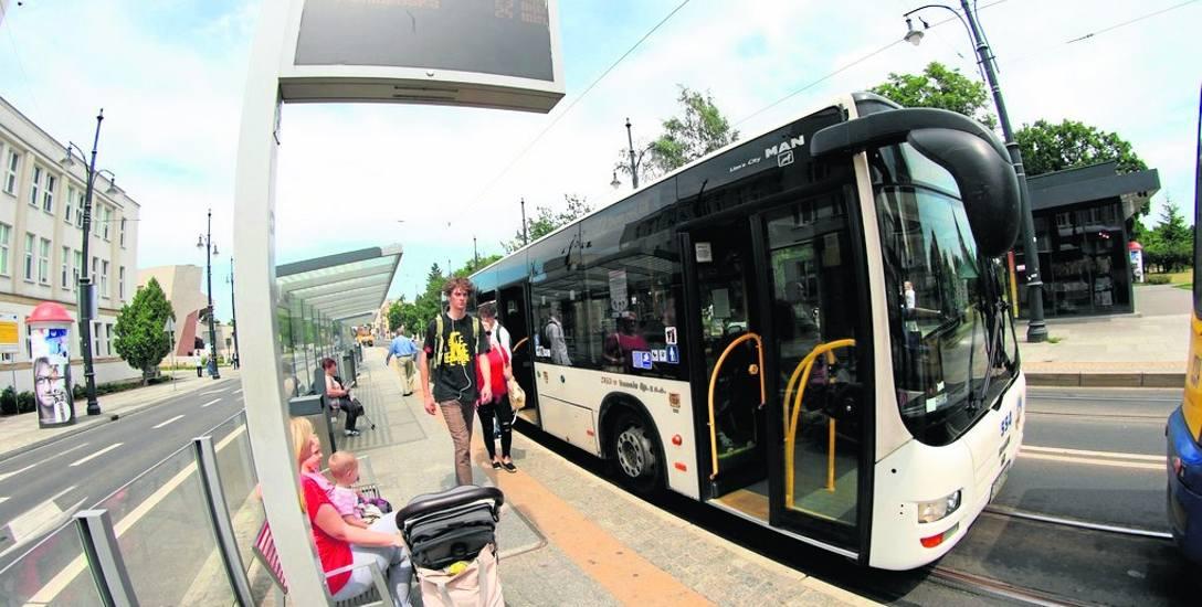Kierowcy toruńskich autobusów narzekają na warunki pracy. Obecnie brakuje ich około 30.