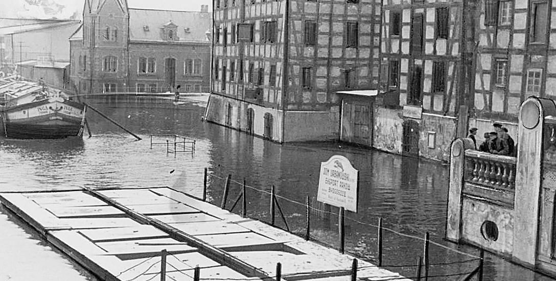 Tak wyglądał bydgoski Rybi Rynek podczas roztopowej powodzi na wiosnę 1937 roku