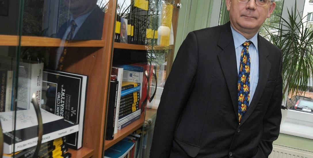 Profesor Roman Bäcker jest kierownikiem Katedry Teorii Polityki Wydziału Politologii i Studiów Międzynarodowych UMK