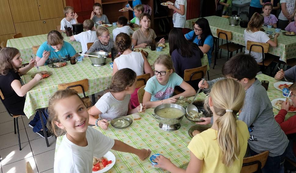 Film do artykułu: Sól i cukier mają wrócić do szkół. Obiady będą tańsze, ale czy zdrowsze?