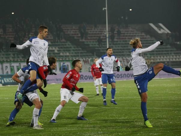 Pierwsze 20 minut meczu w Sosnowcu nie wskazywało, że ten mecz dla Lecha Poznań będzie tak wyjątkowy, a jego piłkarze na zawsze zapiszą się w historii