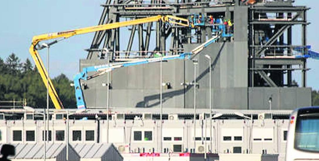 Jeden z kluczowych elementów instalacji amerykańskiej w Redzikowie nabiera kształtu. Radar AN/SPY-1 zostanie umieszczony w wieży przypominającej nadbudówkę
