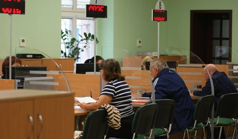 Film do artykułu: Bezrobotny i biznesmen chętni do emerytury