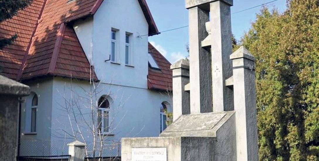 Pomnik, który zdobi symbol czerwonoarmijnej gwiazdy, skrywa szczątki żołnierzy? Tak twierdzą władze Malborka