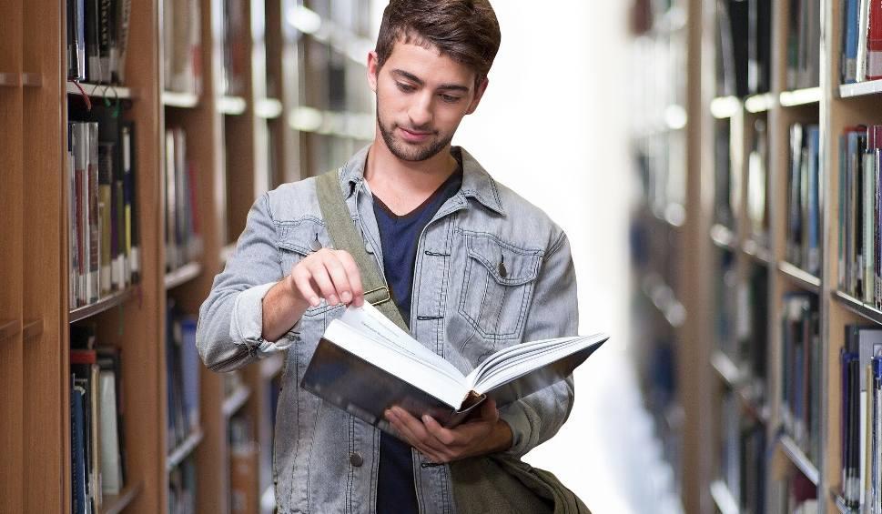 Film do artykułu: Studia za granicą. Sprawdź, w jakich krajach można jeszcze ubiegać się o przyjęcie na studia!