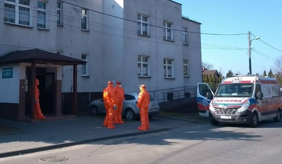 Film do artykułu: Dramat w DPS Koszęcin. Zakażone koronawirusem podopieczne zostały ewakuowane