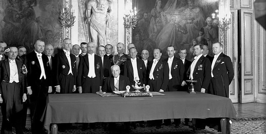 Podpisanie konstytucji przez prezydenta Ignacego Mościckiego
