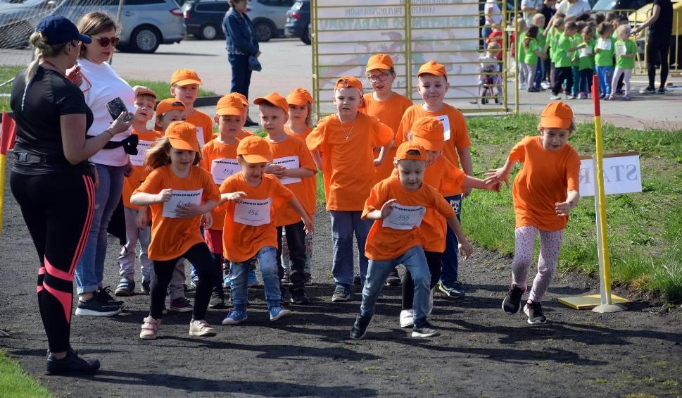 Film do artykułu: Sprintem do maratonu. Akcja miasteckich przedszkolaków (wideo, zdjęcia)