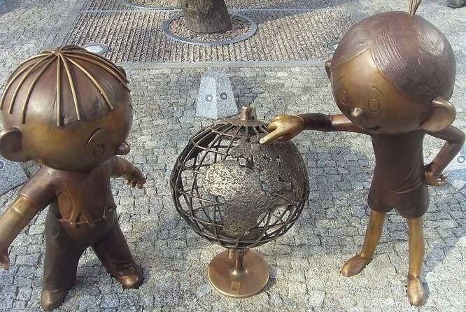 W centrum Bielska Białej wybudowano pomnik pary sympatycznych bohaterów