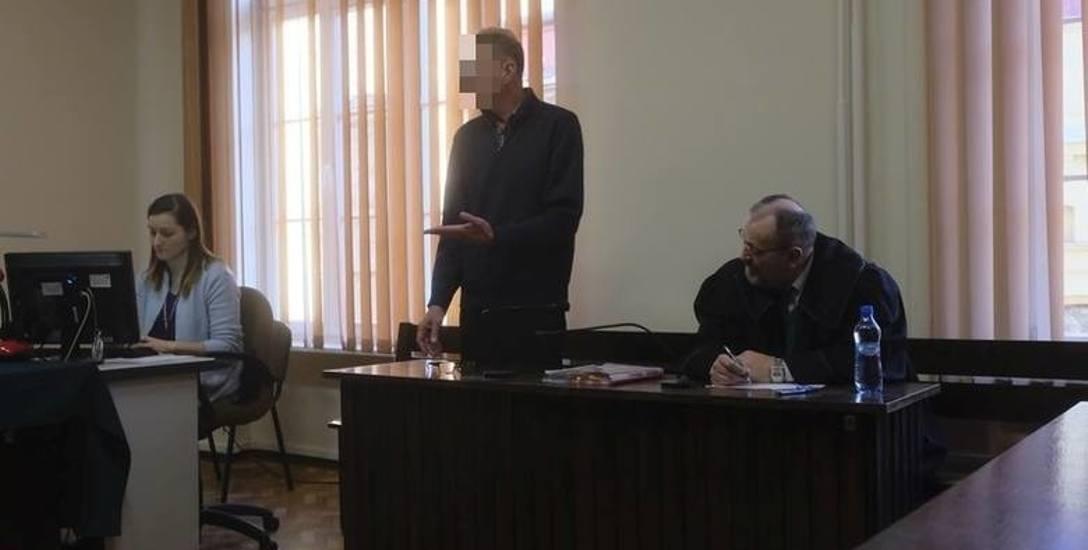 60-letni Grzegorz K. nie przyznaje się do zarzucanych mu czynów. Jego obrońcą jest adwokat Lech Lep.
