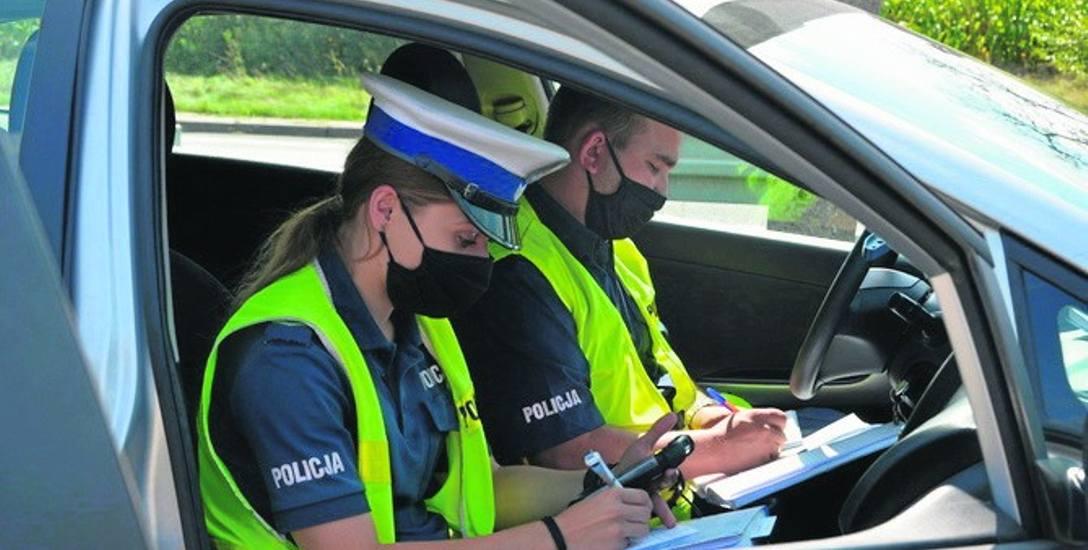 Za niewielkie przekroczenie dozwolonej prędkości policjanci wypiszą mandat, ale za większe można już stracić prawo jazdy