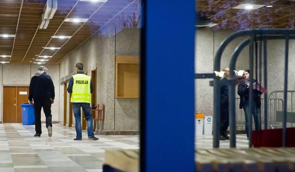 Film do artykułu: Tragedia na UTP. Rektor uczelni zostanie odwołany? [sonda]